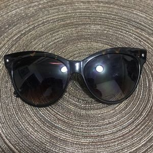 Accessories - BOGO Cat eye oversized sunglasses